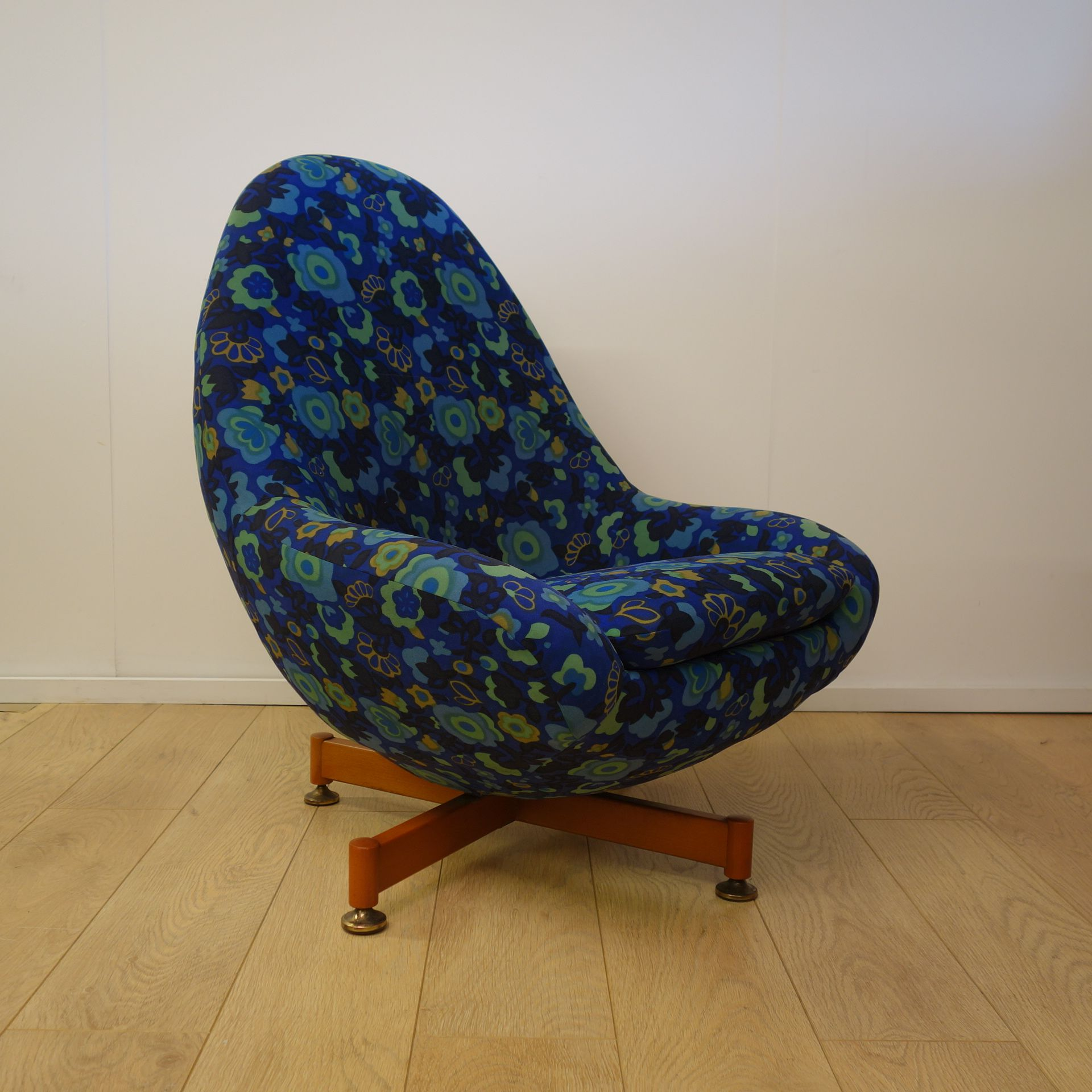 1960s Greaves and Thomas egg chair Chair Pinterest