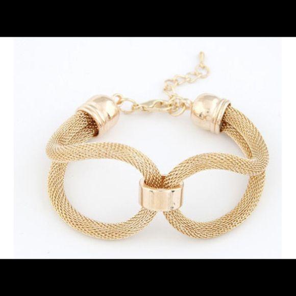 NWOT Gold Mesh Bracelet Jewelry bracelets