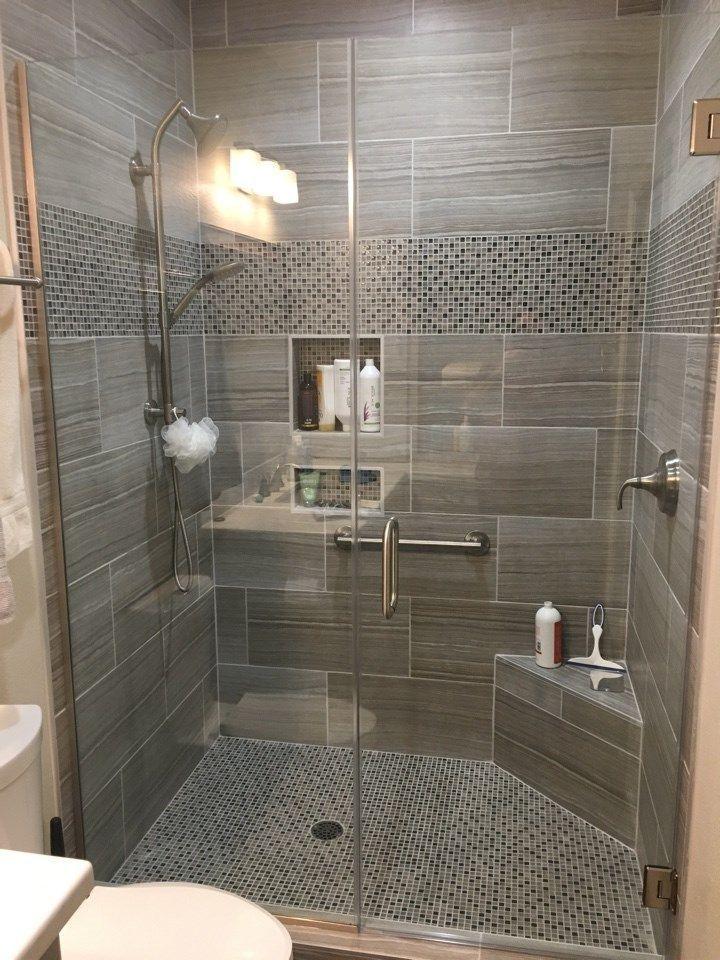 12 X 24 Fliesen An Den Duschwanden Mit Einem Glas Und Steinmosaik Fur Den Duschbode Badezimmer Design Kleines Badezimmer Umgestalten Badezimmer Umgestalten