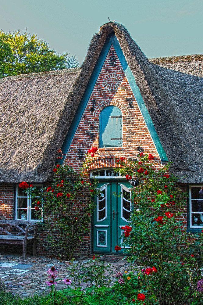 friesenhaus sylt island schleswig holstein germany cottage pinterest thatched roof. Black Bedroom Furniture Sets. Home Design Ideas