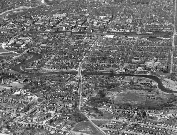 Aerial of Wellington Rd, looking N, with Wellington St