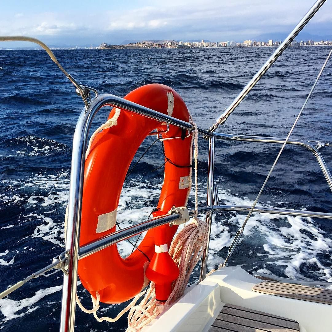 #emv #emvacademia #emvacademianautica #alacant #alicante #españa #spain #nautica #fotografia #photography #mar #sea #vela #barco #boat #sailboat #boats #practicas #mediterraneo #mediterranean #navegar #life #lifesaving #sailor #marine #sailing #landscape #instalike #likeforlike by emvacademianautica