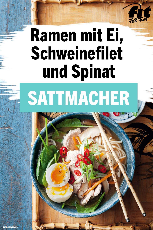 Ramen mit Ei, Schweinefilet und Spinat