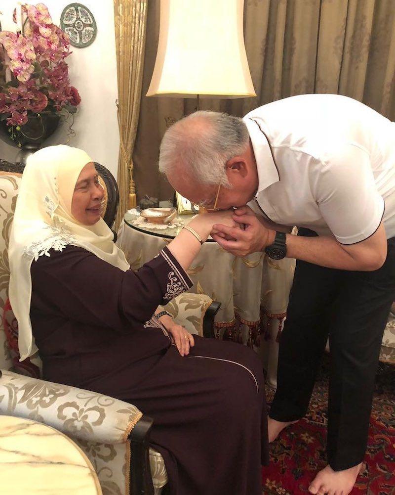 Bonda Saya Sudah Tiada Ibu Najib Razak Meninggal Dunia Couple Photos Photo Scenes