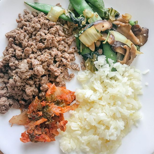 One of my favorite combos - grass-fed ground beef, kimchi, white rice (cooled for resistant starch // good for gut health) and sauteed bok choy with shiitakes and snap peas. I drizzle coconut aminos on the veggies and meats and it's so. damn. good.  . . . . .  #glutenfree  #grainfree #primal #cleaneats #realfood#cleaneating #eattherainbow #justeatrealfood #healthyeats #healthylifestyle #cleaneatingrecipe #cleaneatinglifestyle #cleaneatingdiet #eatrealfood #healthyfoodshare #...