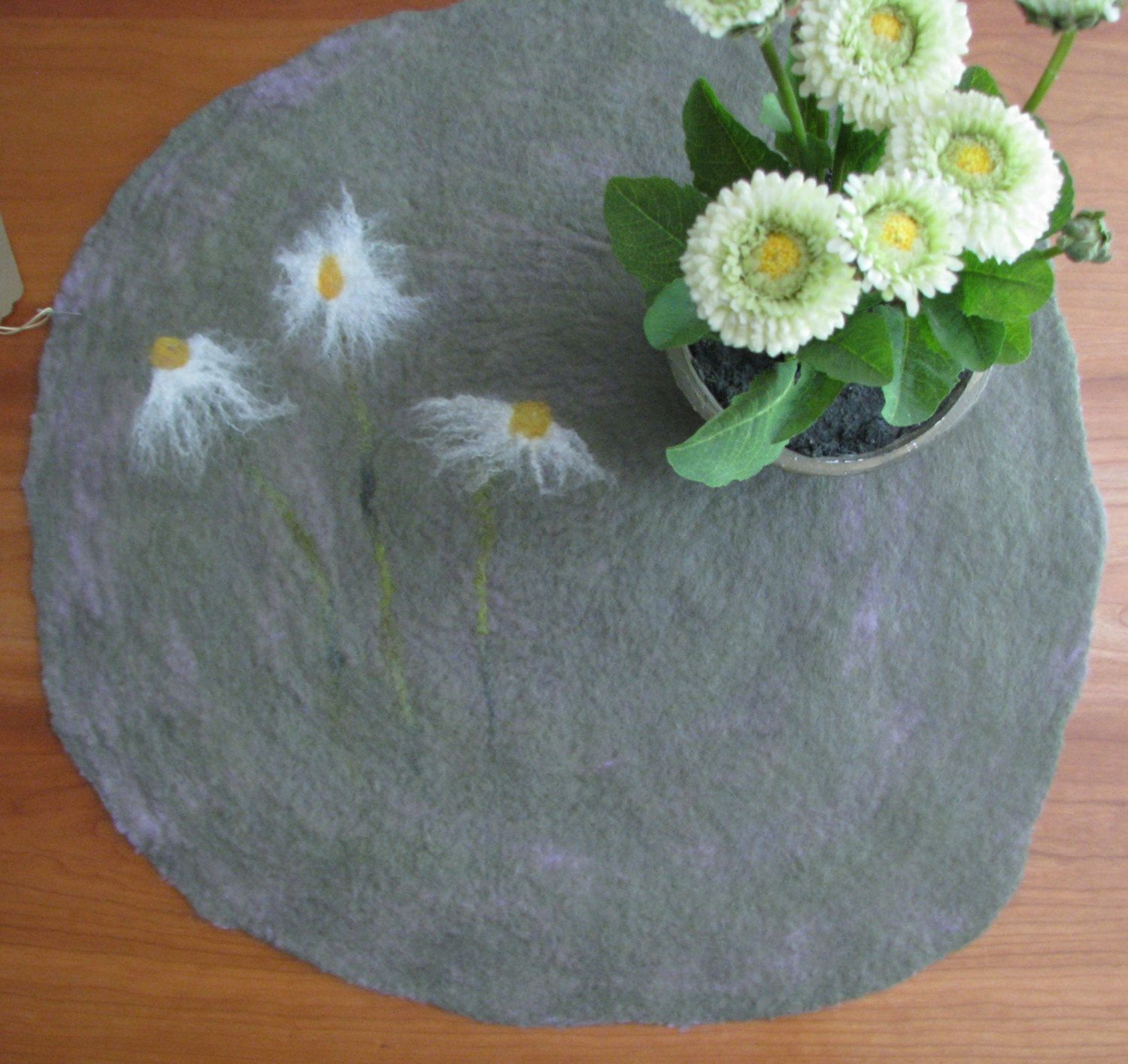 Daisy Circular Table Runner Felted Sage Green Table Mat With White Daisies  By AmberGoesViolet On Etsy
