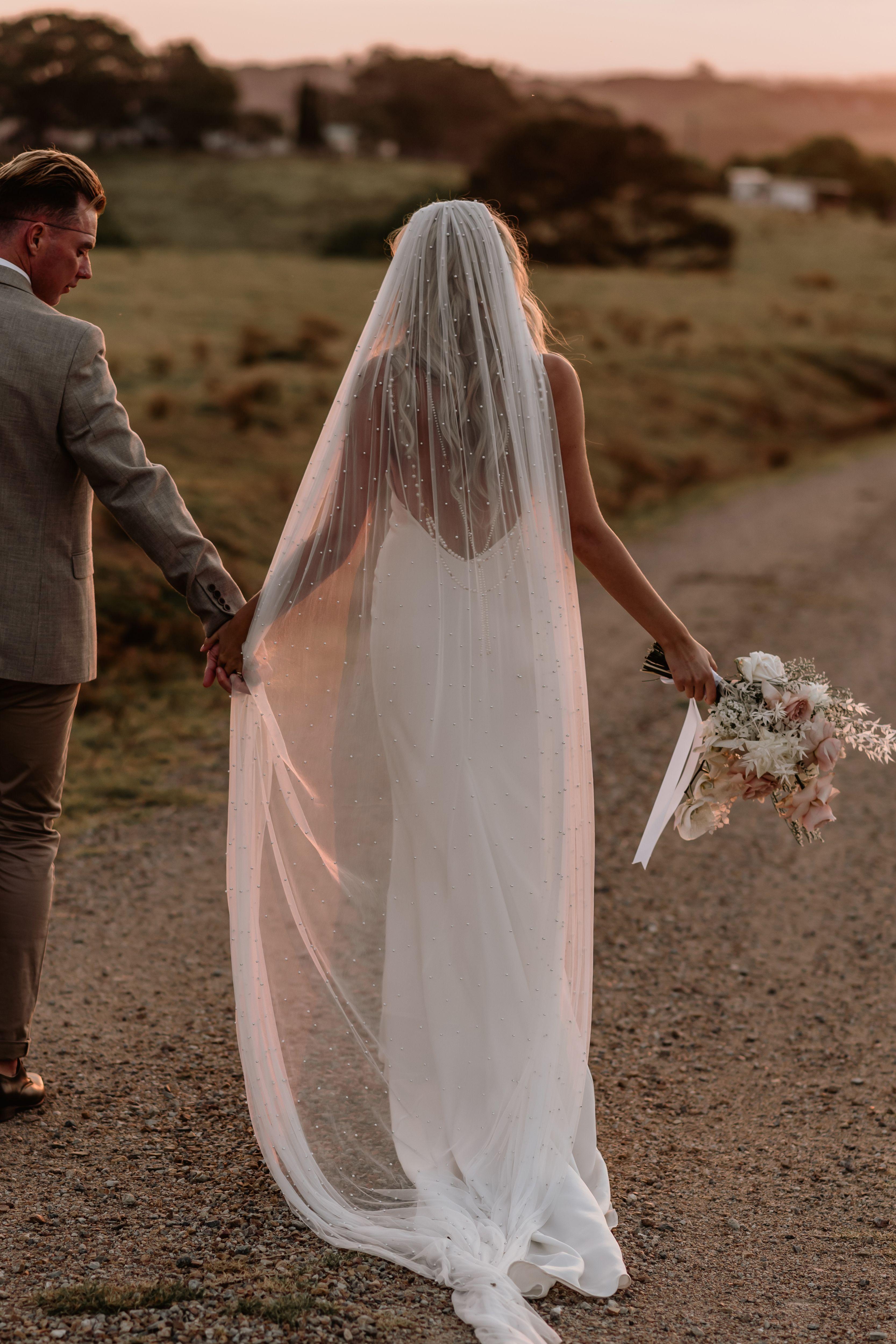 Wedding Veils Long Short Bridal Veils Grace Loves Lace In 2020 Veil Girl Thinking Bridal Wear [ 4999 x 3333 Pixel ]