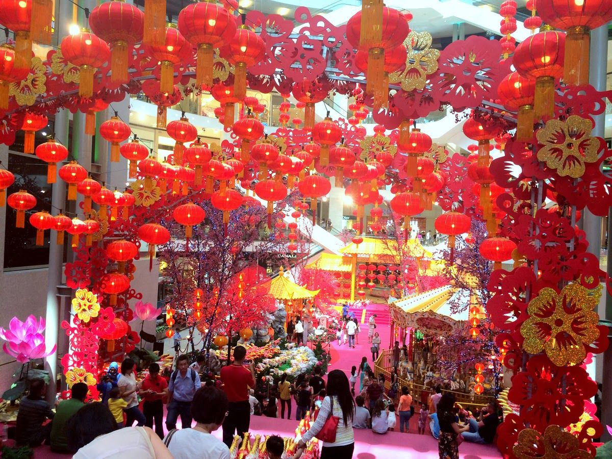 Stuck In Kuala Lumpur During Chinese New Year Don T Know What To Do Are The Shops Or Attra Chinese New Year Chinese New Year Eve Christmas Decorations Rustic