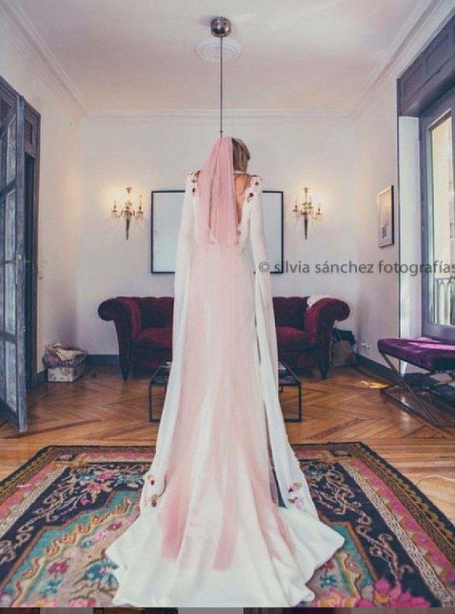 4770b8931 El velo rosa es lo último para novias  wedding  boda  novias