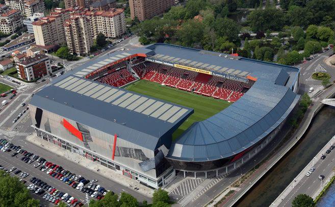 estadio el molinon -el estadio mas antiguo del futbol profesional español  desde 1915 en el mismo lugar.