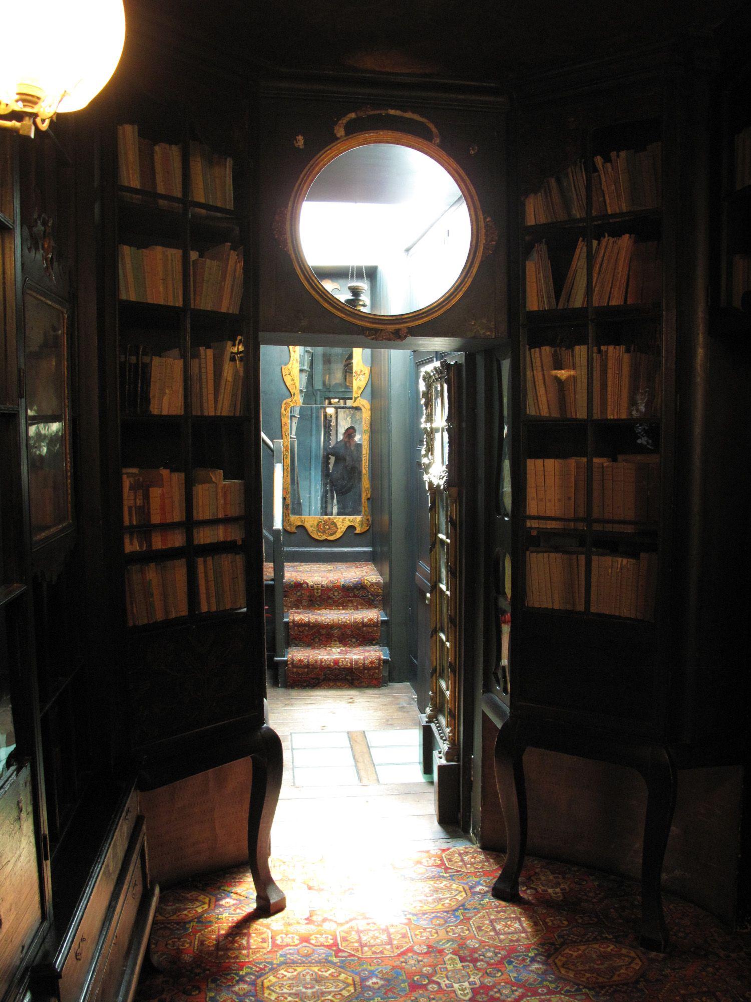 Victor Hugo Library Hauteville House Idee Deco Deco Idee