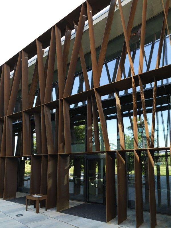 La mola hotel and conference centre ficha fotos y planos wikiarquitectura 040 ea facades - Arquitectos terrassa ...