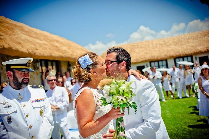 En el mar, la boda de Marta y Emilio - Elite wedding planners- Organizacion de bodas. En Sajoramibeach