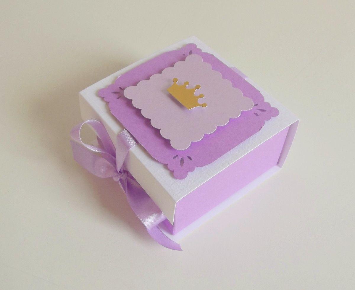 Caixa para doces ou lembranças em papel de 180g. Medidas: L: 7,