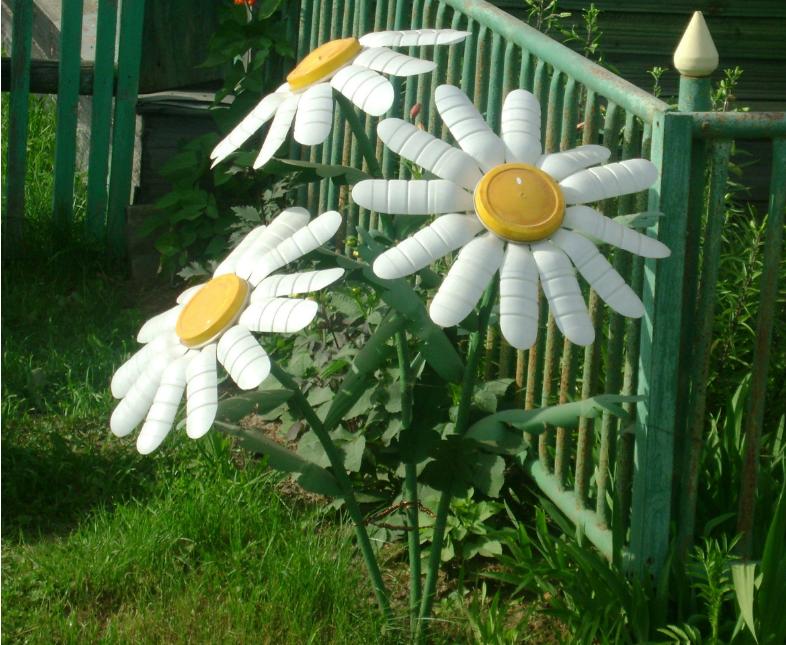 Поделка для сада и огорода из бросового материала своими руками