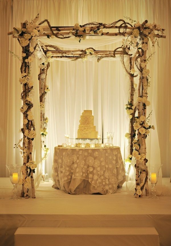 Gorgeous wedding cake setting at Grand Hyatt Atlanta in Buckhead