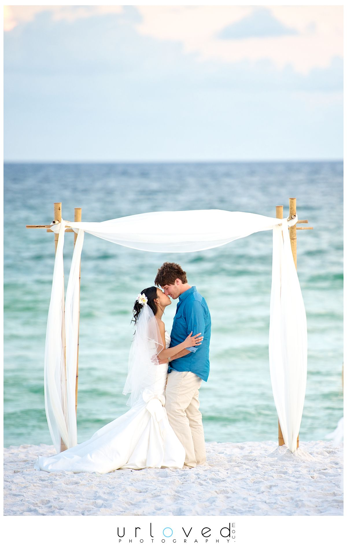 A lovely picture! So simple and elegant. wherebridesgo