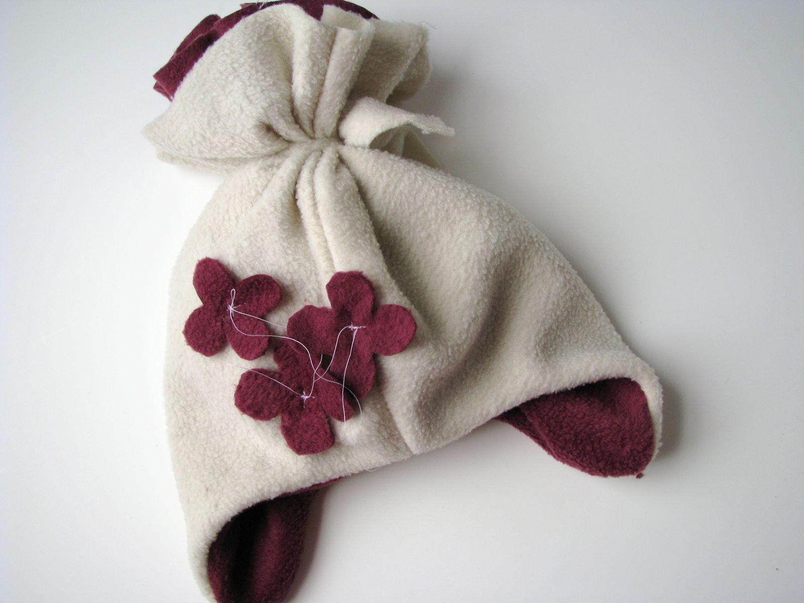 Snowblossom Hat Tutorial by Rae | Bommel, Mütze und Kinderkleidung nähen