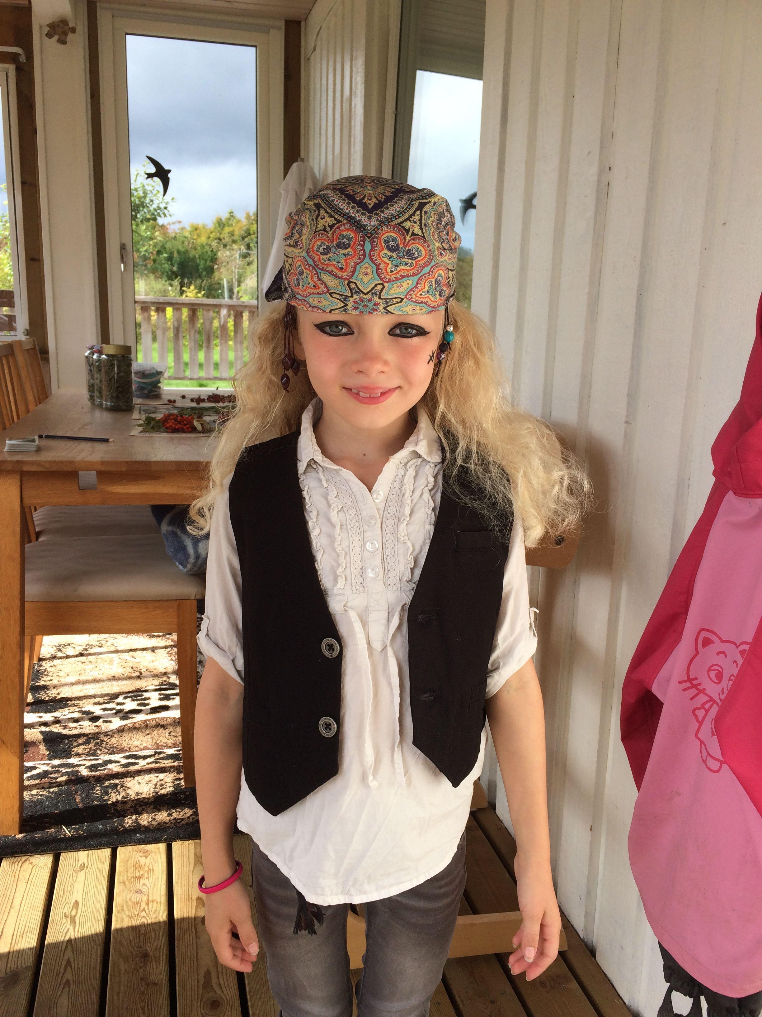 Maskerad utklädd pirat ansiktsmålning diy crafts pyssel . Fixade av sånt  som finns hemma 86a32898b21a1