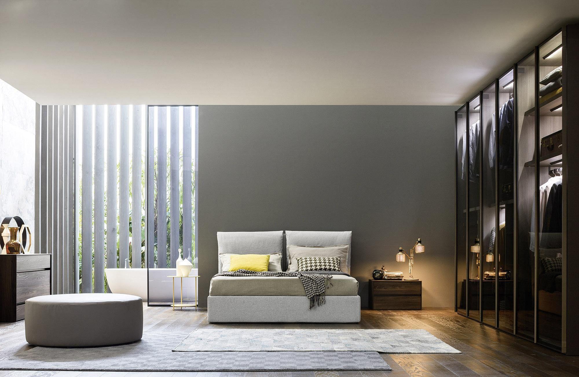 modernes schlafzimmer design glastueren kleiderschrank bett