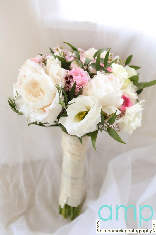 Garden Roses Lisianthus Ranunculus And Wax Flower Bouquet Designed By Plaza Flowers Photo By Aimee Marie Photograph Flower Photos Wax Flowers Flowers Bouquet