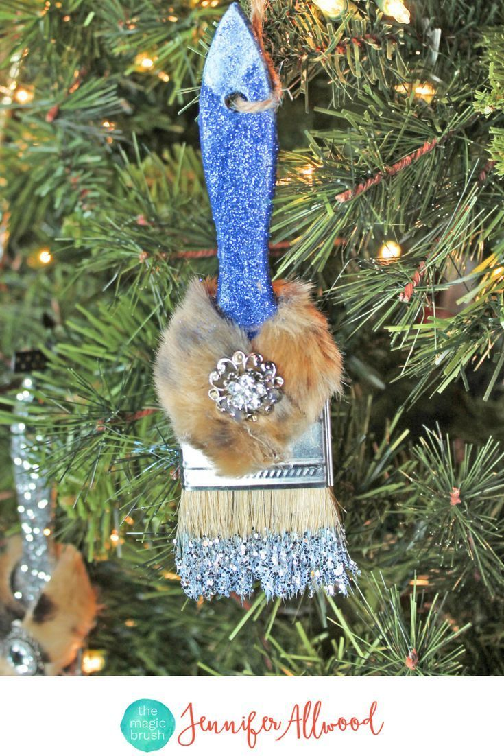 Info's : DIY Glittered Ornaments, Christmas Ornaments and Blue Glittered Paint Brushes | Magic Brush | Gift ideas for the DIYer #diy #diyhomedecor #holiday #christmas #home #christmasdecor #holidaydecor
