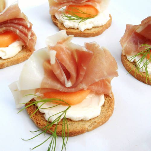 Prosciutto and melon crackers and cheese delicious party for Prosciutto and melon canape