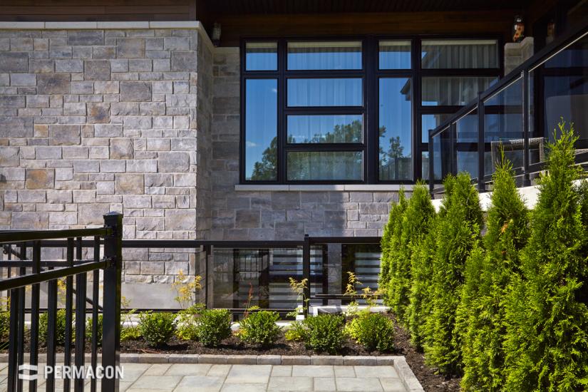 Beautify your windows with this natural-looking stone //// Embellissez vos fenêtres avec cette pierre à l'apparence naturelle