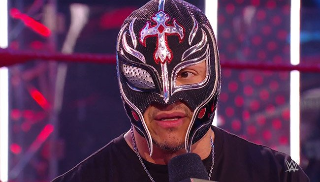Rey Mysterio Busted Open On Wwe Raw Rey Mysterio And His Son Dominik Teamed Up On Last Night S Episode Of Wwe Raw Against Seth Rollins An Seth Rollins Rey Wwe