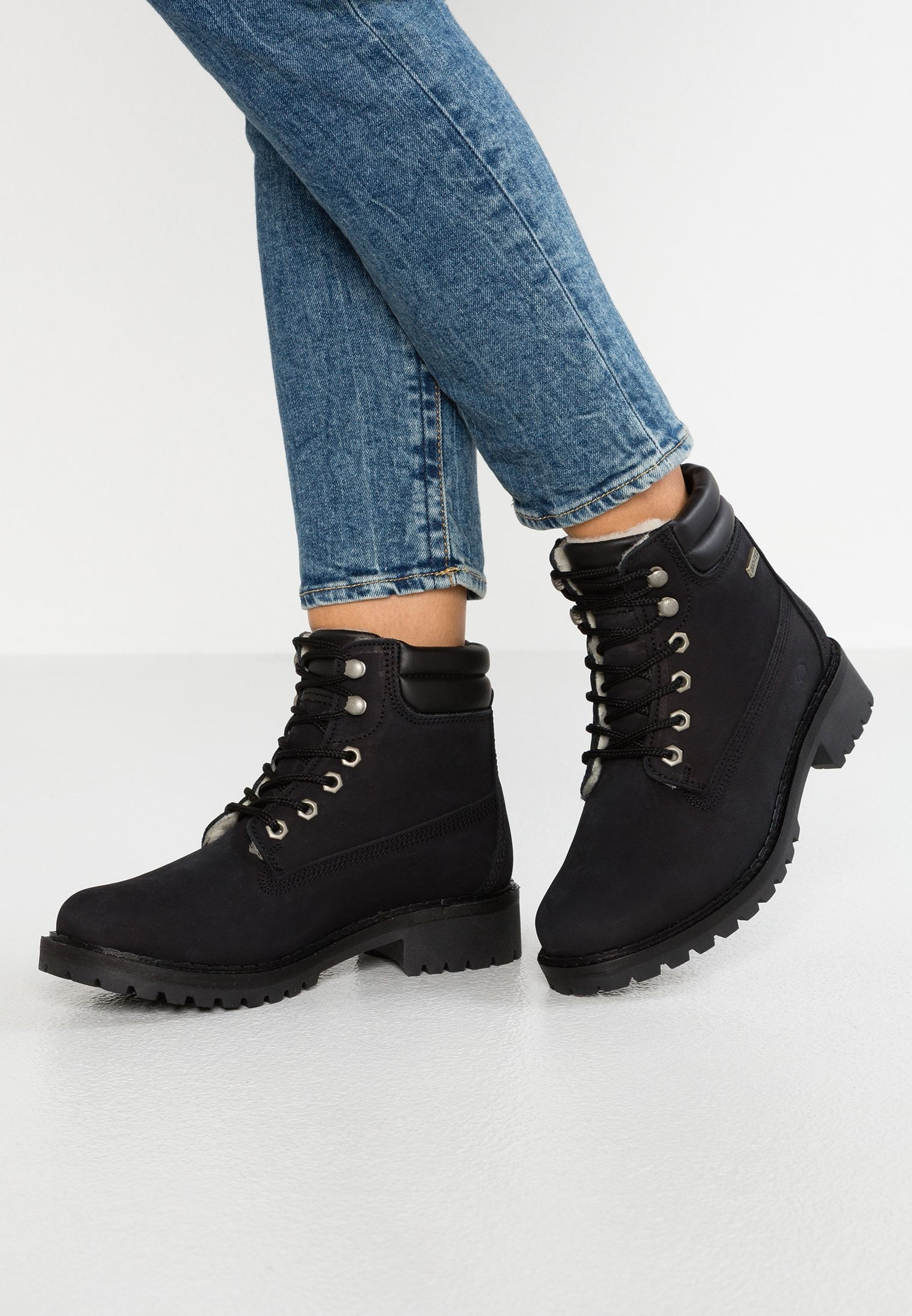Winter boots black @ Zalando.co.uk </p>                     </div> 		  <!--bof Product URL --> 										<!--eof Product URL --> 					<!--bof Quantity Discounts table --> 											<!--eof Quantity Discounts table --> 				</div> 				                       			</dd> 						<dt class=