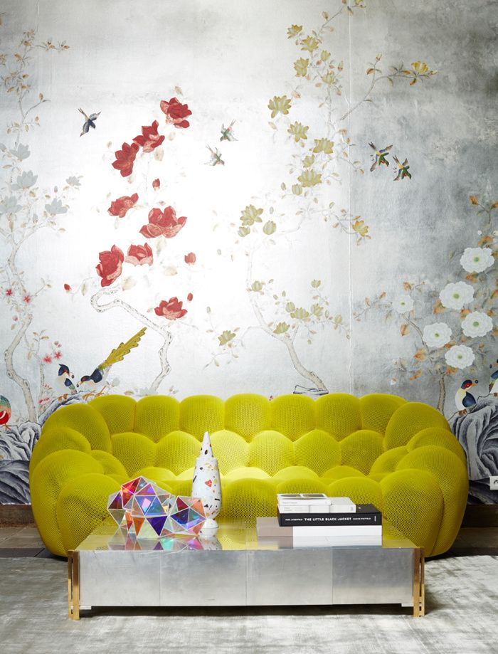 Les 7 nouvelles façons de s'asseoir...Bubble Sofa designed by Sacha Lakic (www.lakic.com) for Roche Bobois 2014. And I adore the wallpaper too.