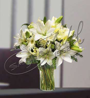 Arreglos mesa lirios blancos buscar con google deco for Arreglos de rosas sencillos
