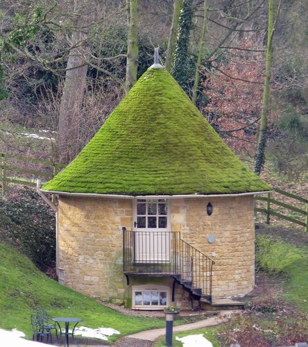 Mexican Rooftop Property Image 15 Gardens On Rooftop 2: Buckland, Cotswold Style Rondavel With Moss Covered Roof