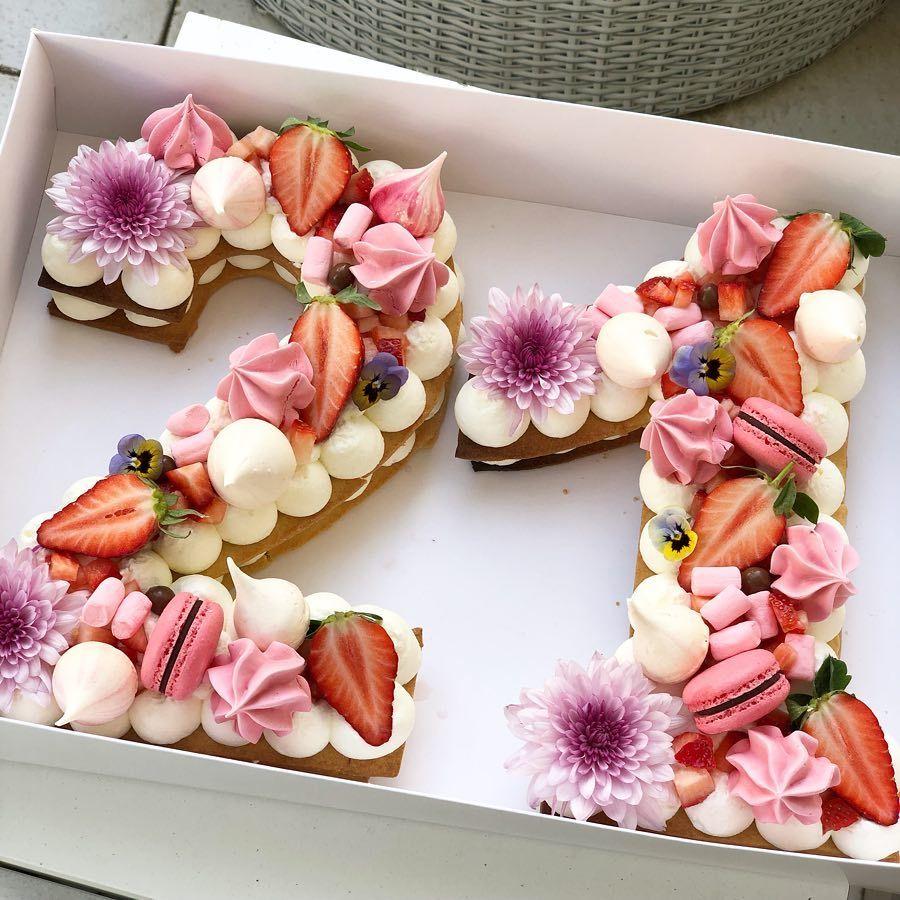 Happy Sunday Gargeran Biscuit Cake Vanilla Mascarpone Strawberry Macarons Flower Marshmallow Birthdaycake