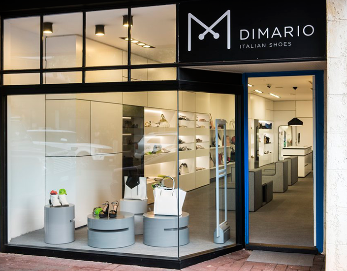 Versatil collection, by Ricardo Armiñana in a prestigious shoe shop in Australia #lighting #interiordesign www.fambuena.com