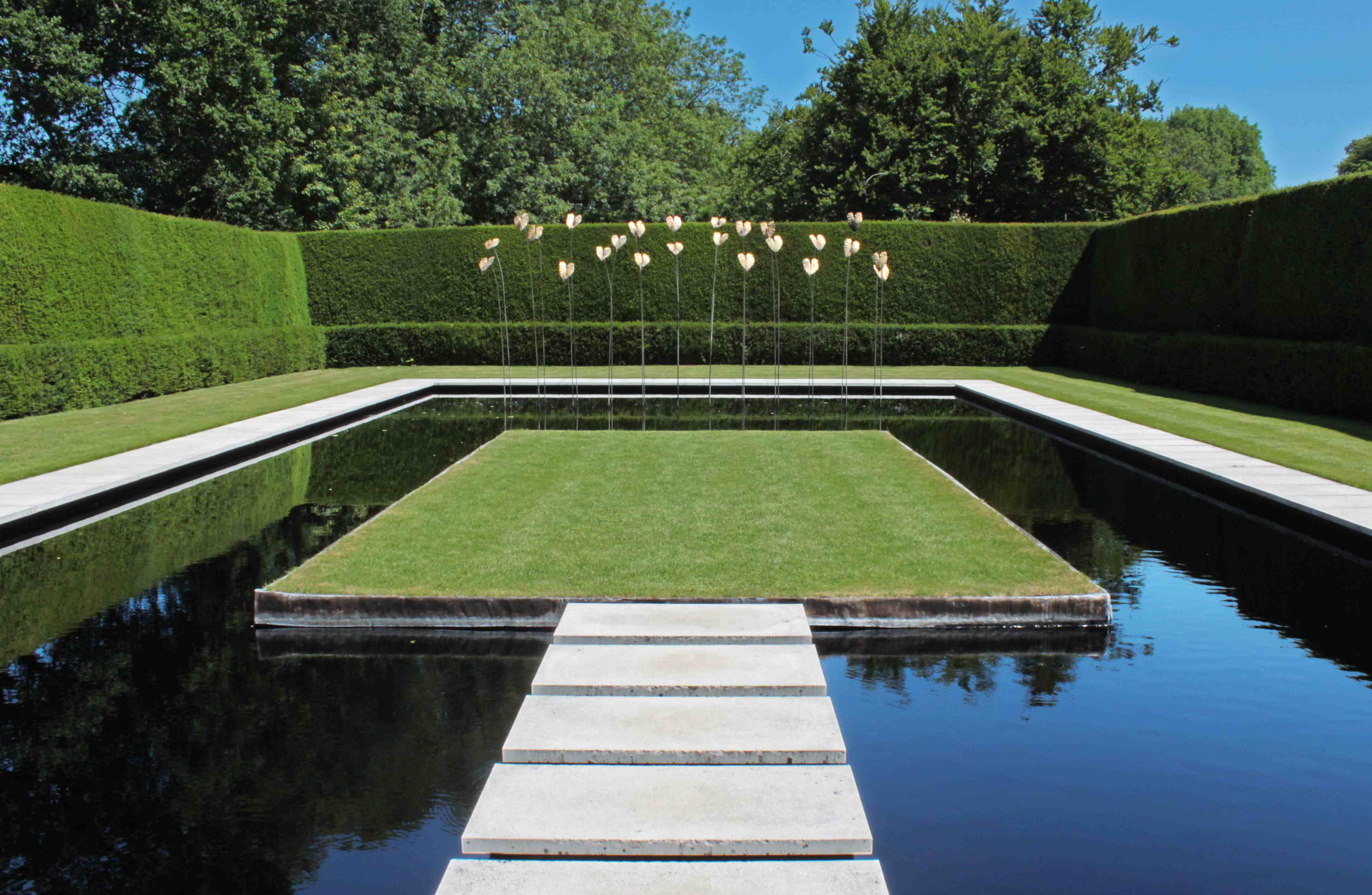 British Gardens History Philosophy And Design Tom Turner Jpg 4324 2819 Modern Garden Modern Landscape Design Pool Landscape Design