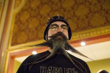 Championnat national - Barbes et moustaches s'affrontent à Brooklyn Check more at http://people.webissimo.biz/championnat-national-barbes-et-moustaches-saffrontent-a-brooklyn/
