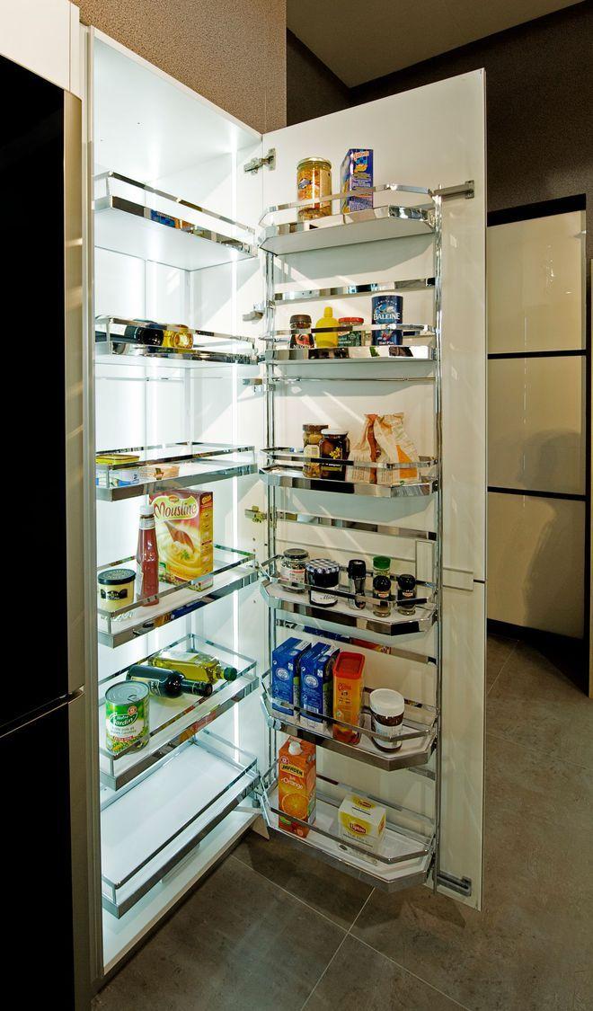 Futée, cette armoire aux étagères extractibles à l\u0027ouverture