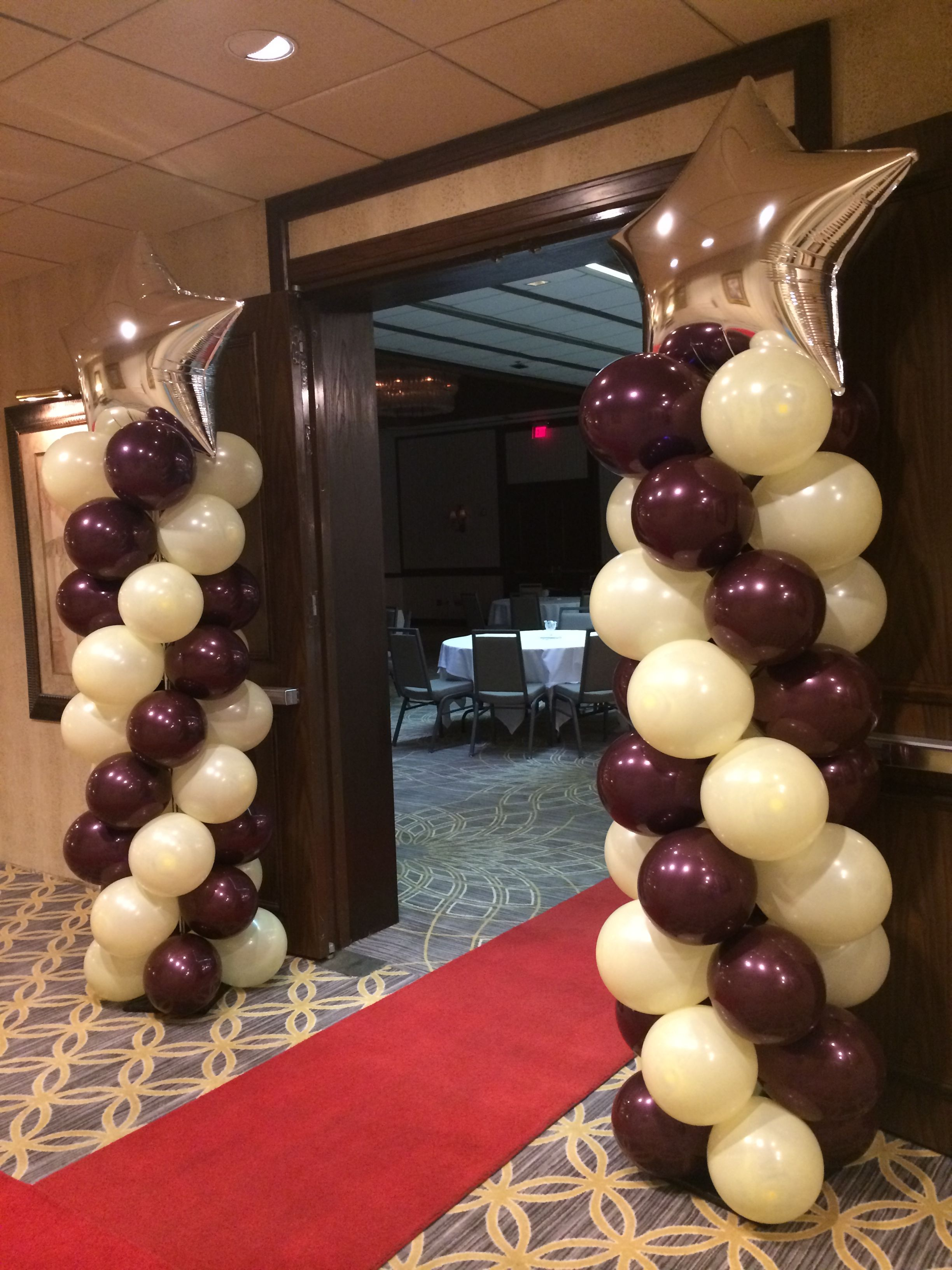 Red Carpet And Balloon Columns With Star For Corporate Breakfast Meeting Www Dreamarkevents Com Graduation Decorations Balloon Columns Balloon Decorations