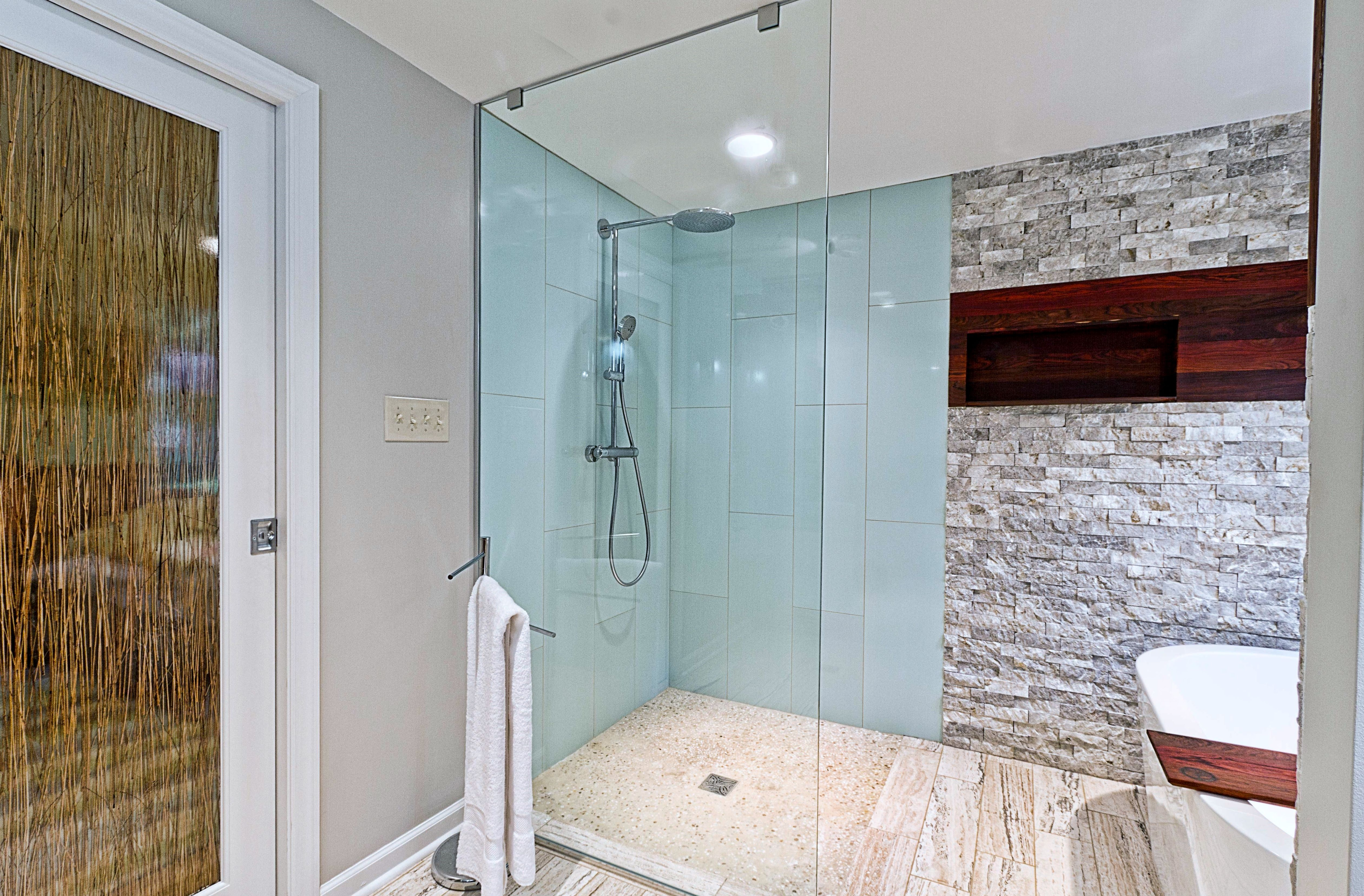 Frameless Walk-in Shower Enclosure: Floor-to-Ceiling Splash Panel ...