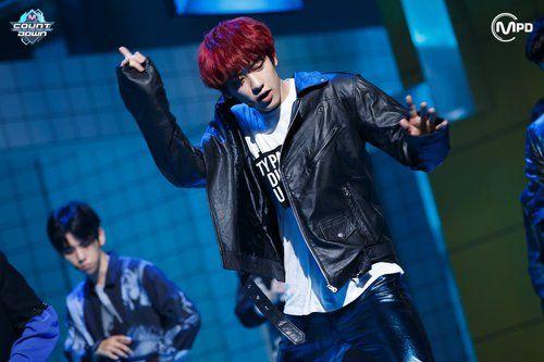 Las etiquetas más populares para esta imagen incluyen: chanyeol, exo y kpop