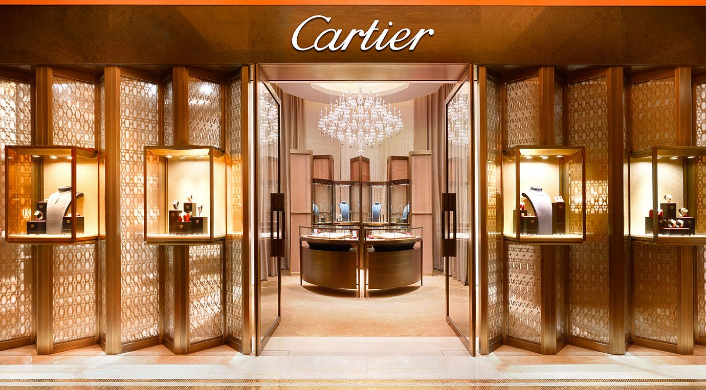SHOP CARTIER IN MACAU- RINGS, WATCHES & BRACELETS | WYNN MACAU | Jewelry  store design, Jewellery showroom, Window display design