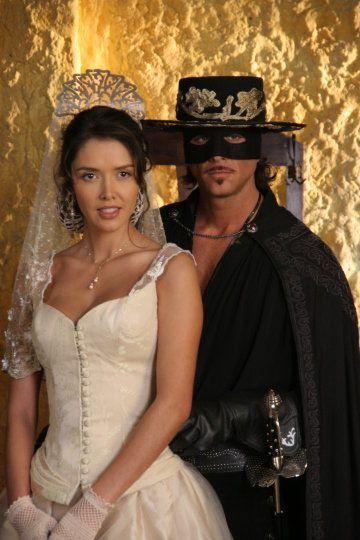 Novela zorro la espada y la rosa belleza latina for Cocktail zorro