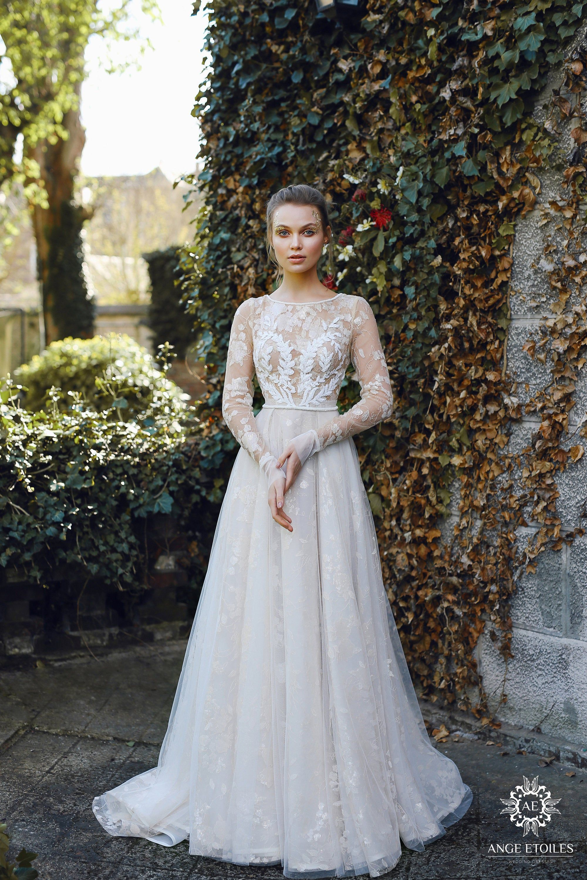 Exclusive Wedding Dress ILAYN with a long train by Ange Etoiles