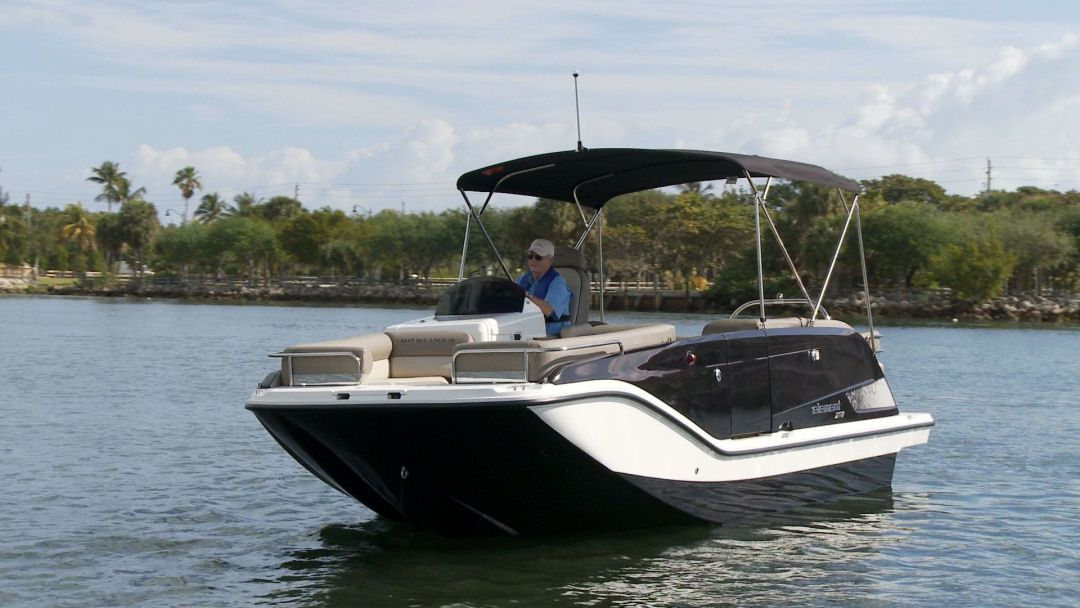 The Bayliner Element XR7 is all fiberglass which makes her at home in both  fresh and