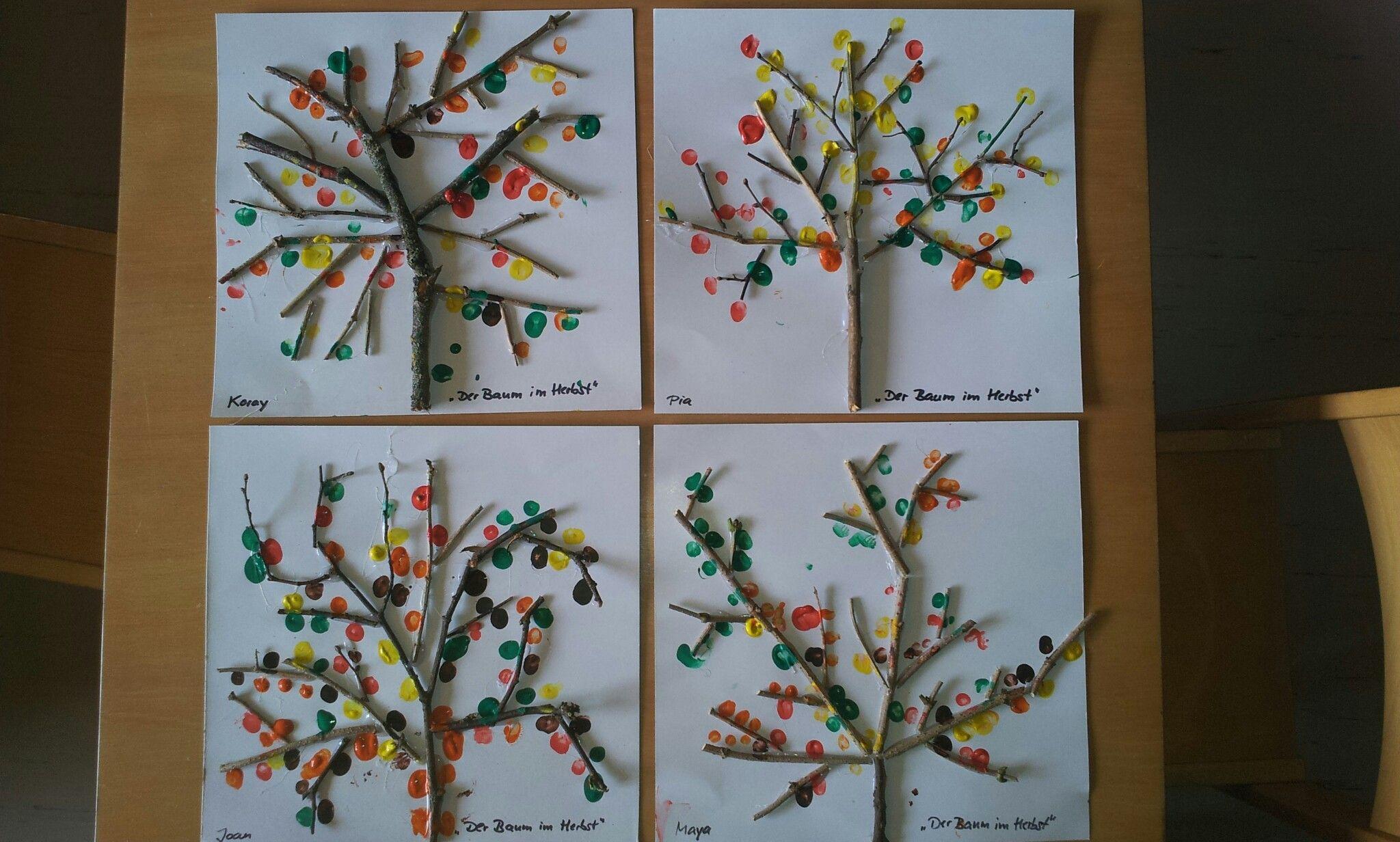 Der baum im herbst projekt baum die kinder kleben mit for Herbstprojekt im kindergarten