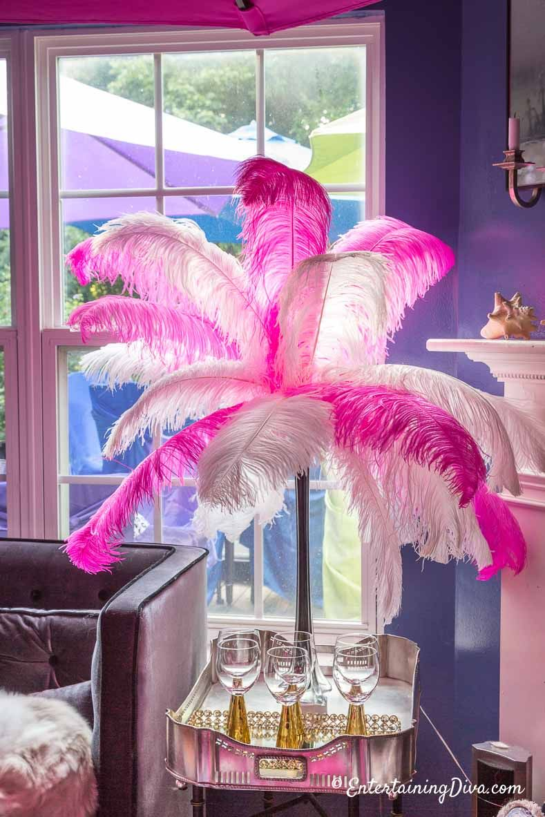 What A Gorgeous Diy White And Pink Feather Centerpiece I Love How Simple They Are To Make It Will Really Pretty As Baby Shower Decorations For Party