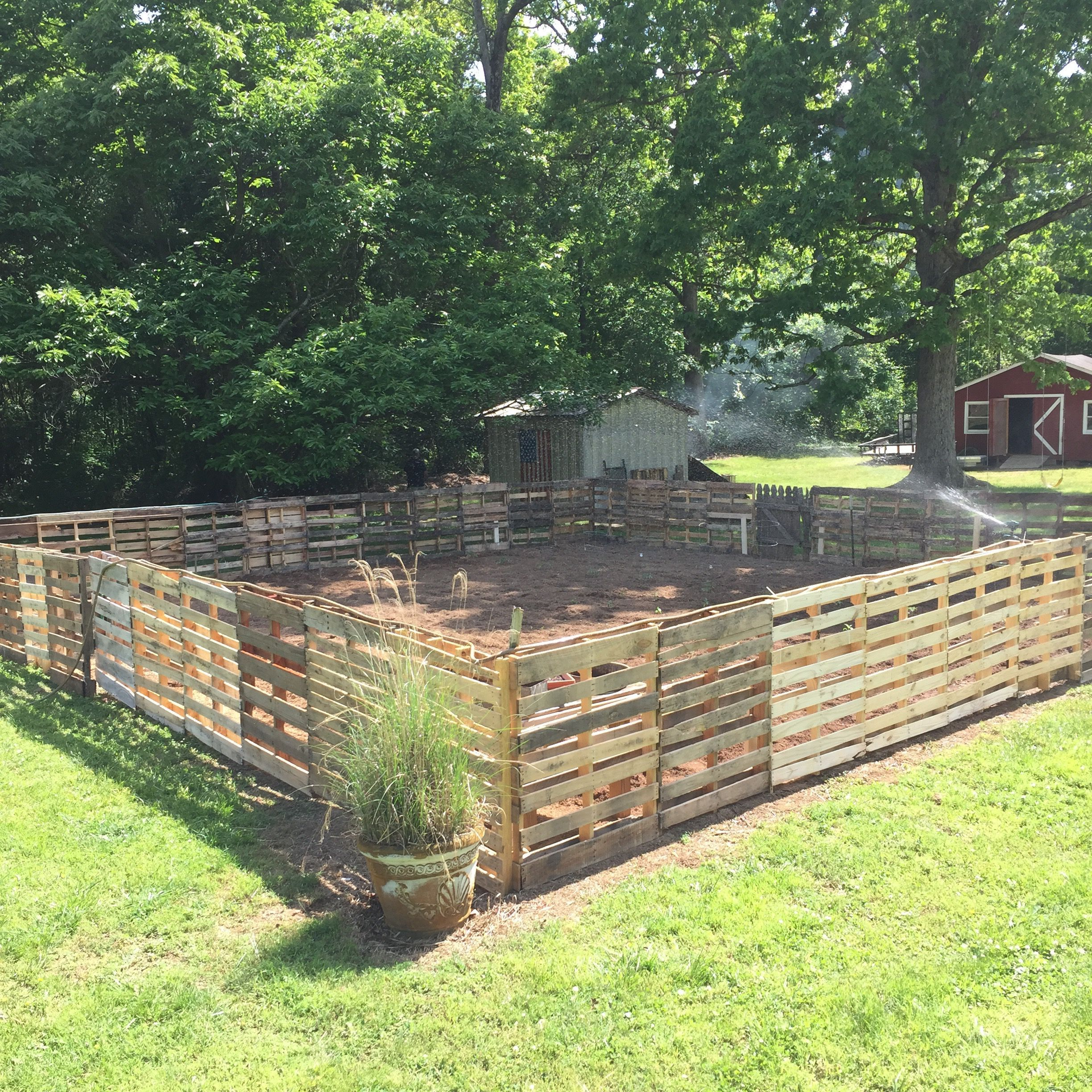 I Want My Pallet Fence Around Kids Play Area To Look Like This Area Fence Kids Pallet Play In 2020 Diy Garden Fence Pallet Fence Diy Pallets Garden