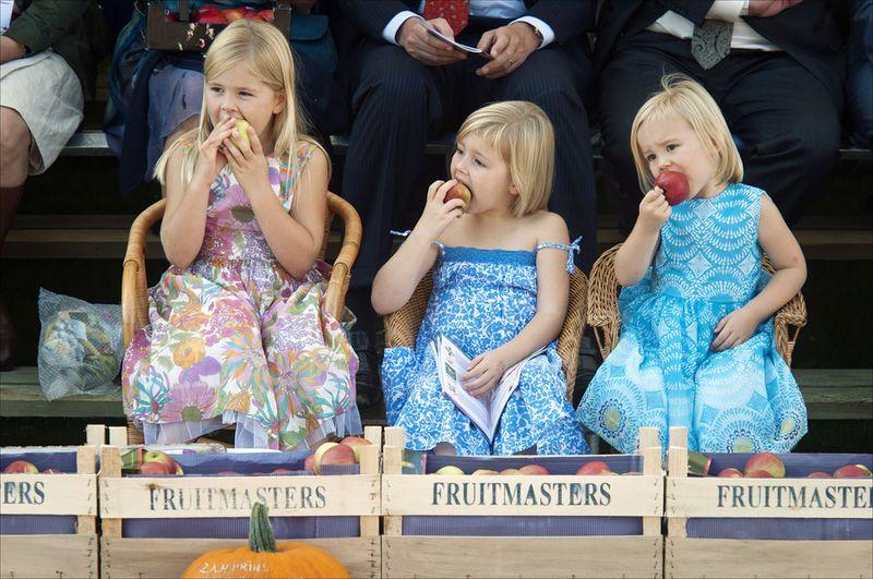 3 цветочка королевской семьи Нидерландов: Амалия, Алексия и Ариана: ru_royalty