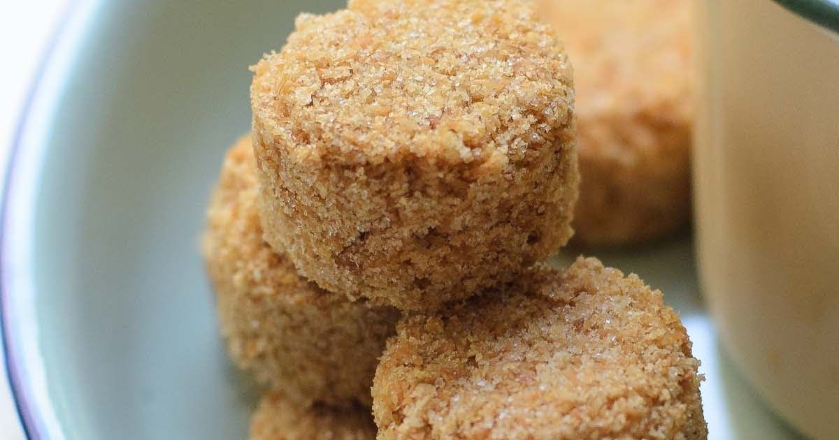Coconut Cookies Biskut Kelapa Cina Are Made Of Over Baked Dinner Rolls And Desiccated Coconut These Cookies Are Addic Baked Dinner Delicious Coconut Cookies